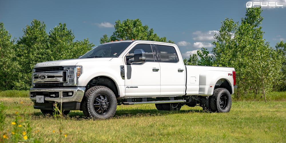 Ford F-350 Super Duty Maverick Dually Front - D538
