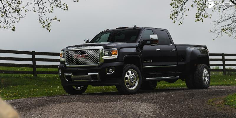 GMC Sierra 3500 HD with Fuel Dually Wheels FF31D - Front
