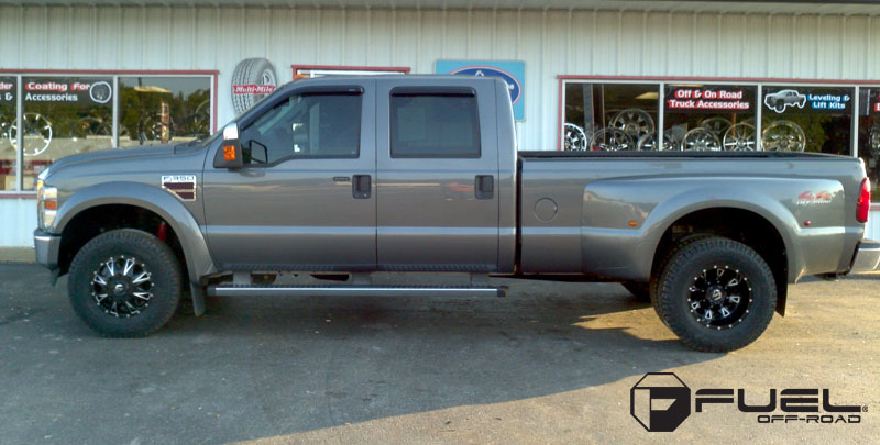 Ford F-350 with Fuel Dually Wheels Throttle Dually Front - D513