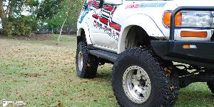 Toyota Land Cruiser with Fuel 1-Piece Wheels Anza Beadlock - D116