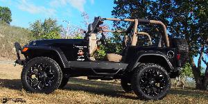 Jeep Sahara with Fuel 1-Piece Wheels Assault - D546
