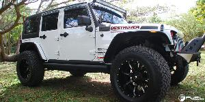 Jeep Wrangler with Fuel 2-Piece Wheels Nutz - D251