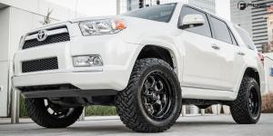 Savage - D563 on Toyota 4Runner