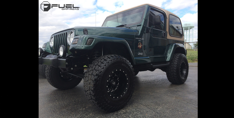 Jeep Sahara with Fuel 1-Piece Wheels Revolver - D525