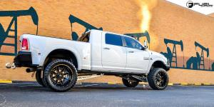 Dodge Ram 3500 with Fuel Dually Wheels Maverick Dually Front - D262