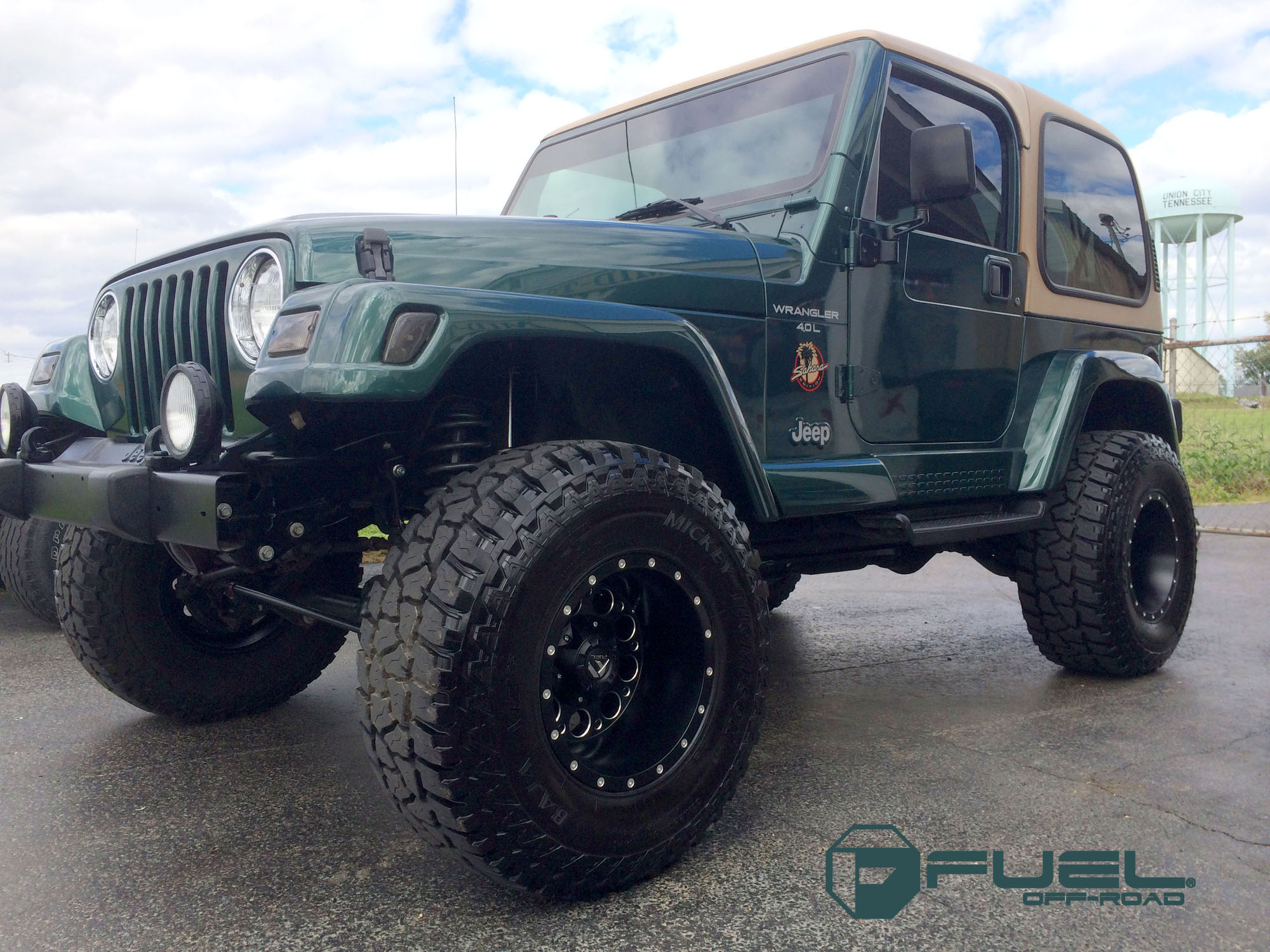 Jeep Sahara with Fuel 1-Piece Wheels